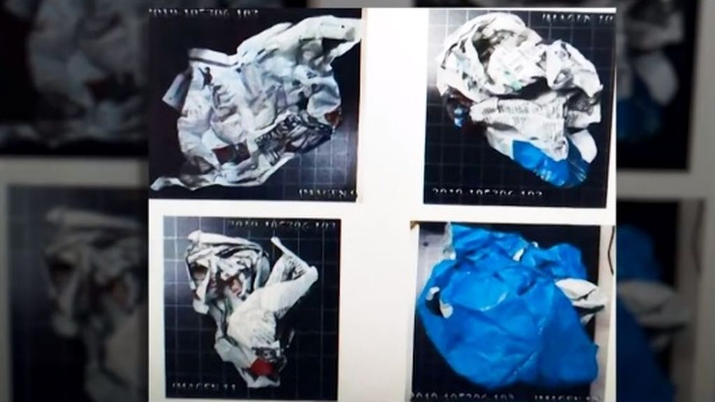 Imágenes del sumario del crimen de Castro Urdiales: el cráneo, envuelto con periódicos y una bolsa azul