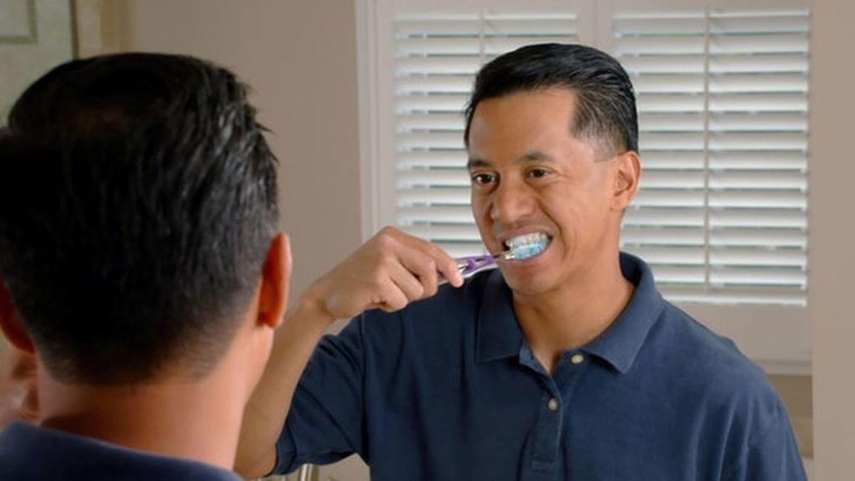 Cepillarse los dientes justo después de comer: con algunos alimentos conviene esperar unos minutos