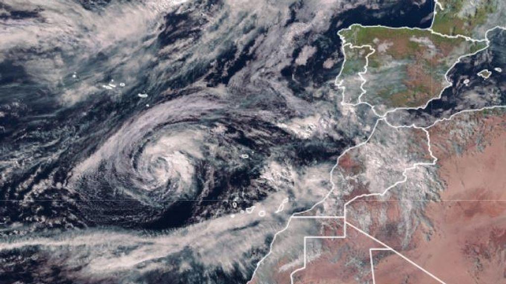 Aviso especial de la Aemet: las olas generadas por el ciclón tropical Theta afectarán a Canarias