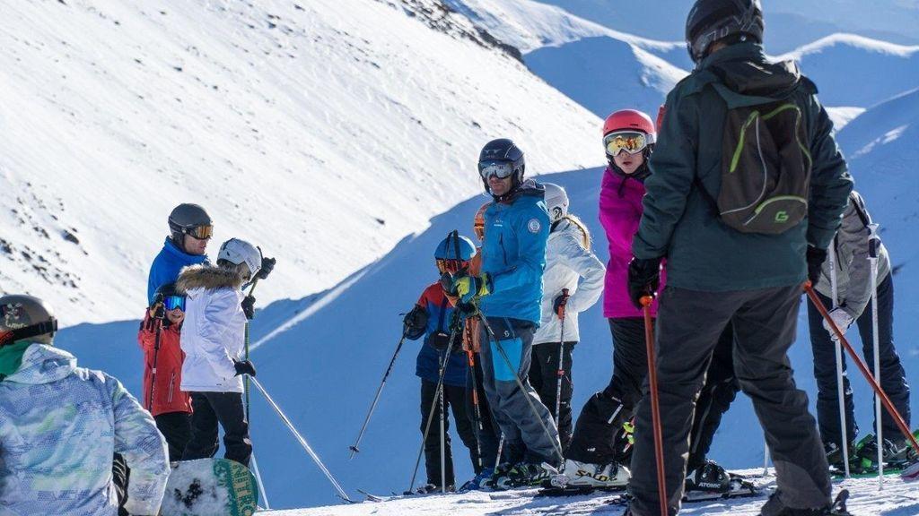 Limitaciones de aforo y medidas de higiene en las estaciones de esquí para  afrontar la temporada ante el covid - NIUS