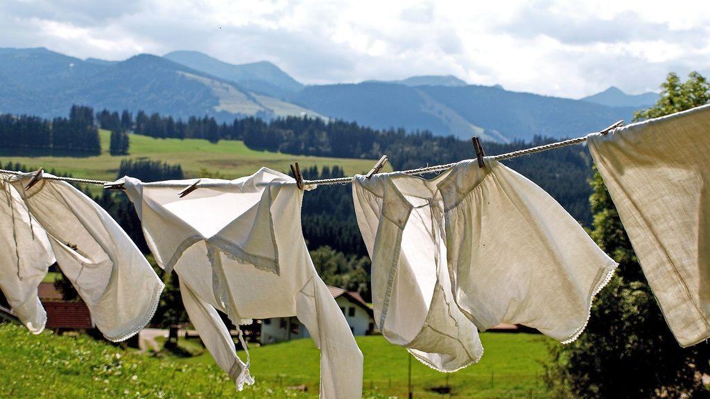 Bicarbonato, vodka o  vinagre, nuestros aliados para eliminar el olor a humedad de la ropa mal secada