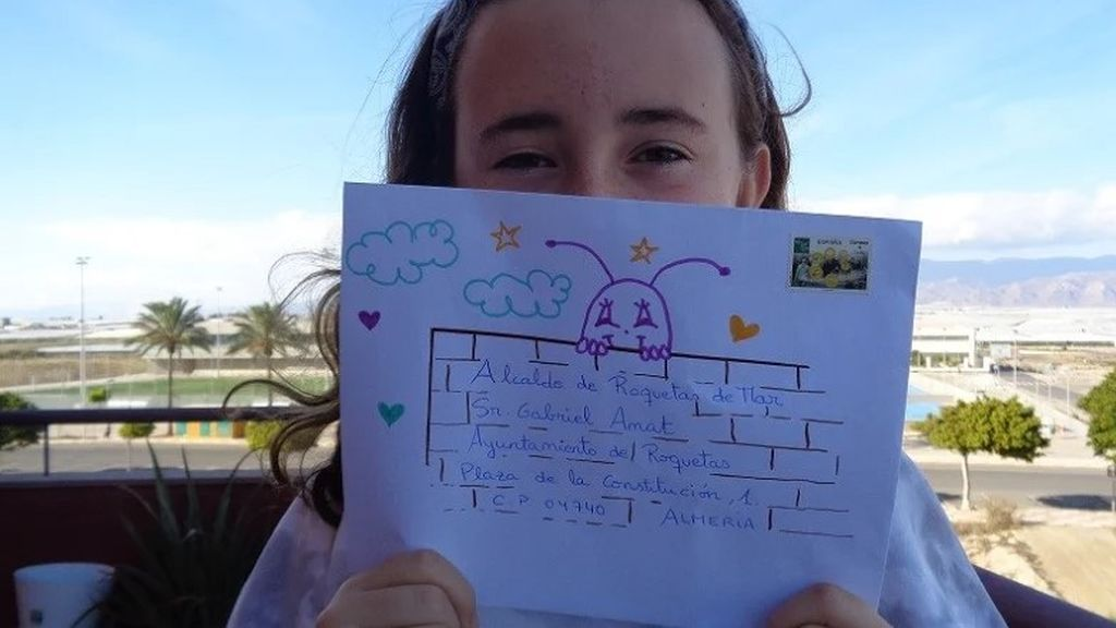 """La carta de los niños de Roquetas de Mar a su alcalde para salvar la Navidad: """"Podéis repartir los dibujos que hacemos en las residencias"""""""