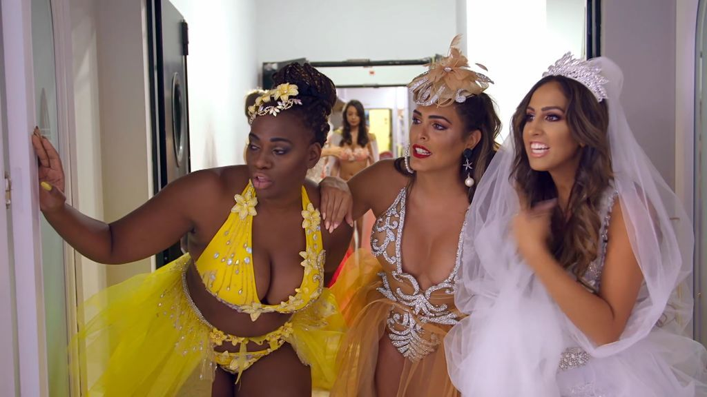 El desfile de los brilli bañadores de las Salazar