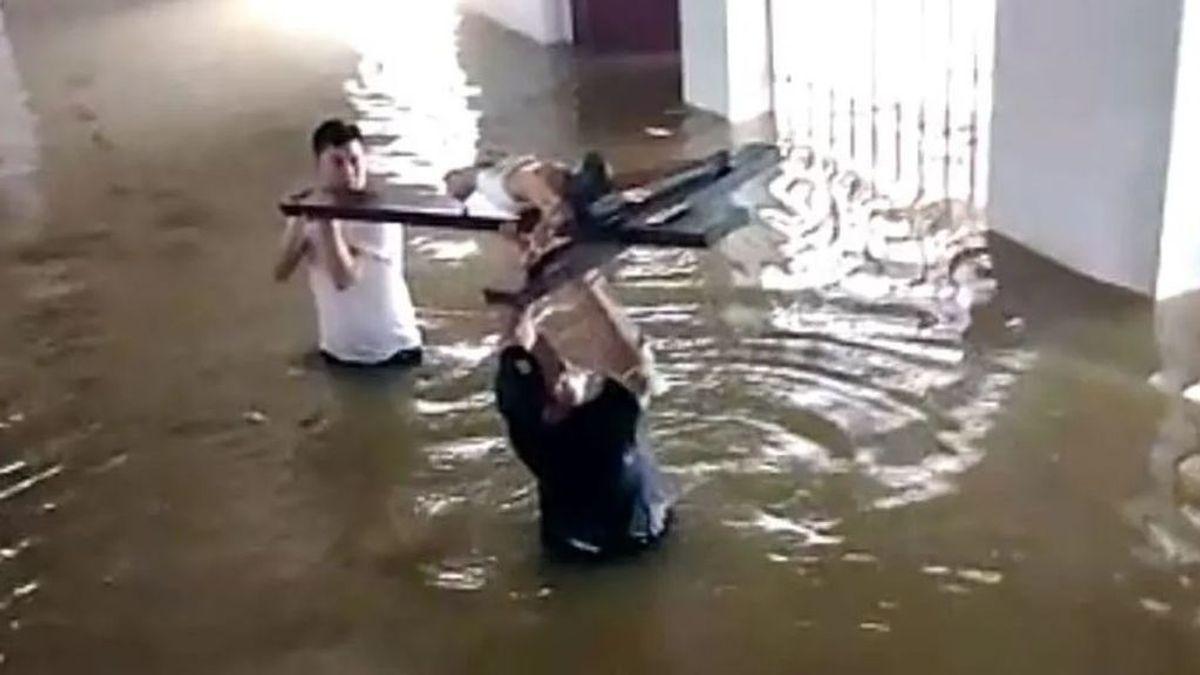 """Un sacerdote de Valencia, en el corazón del huracán en Honduras: """"Estamos sobreviviendo con las donaciones"""""""