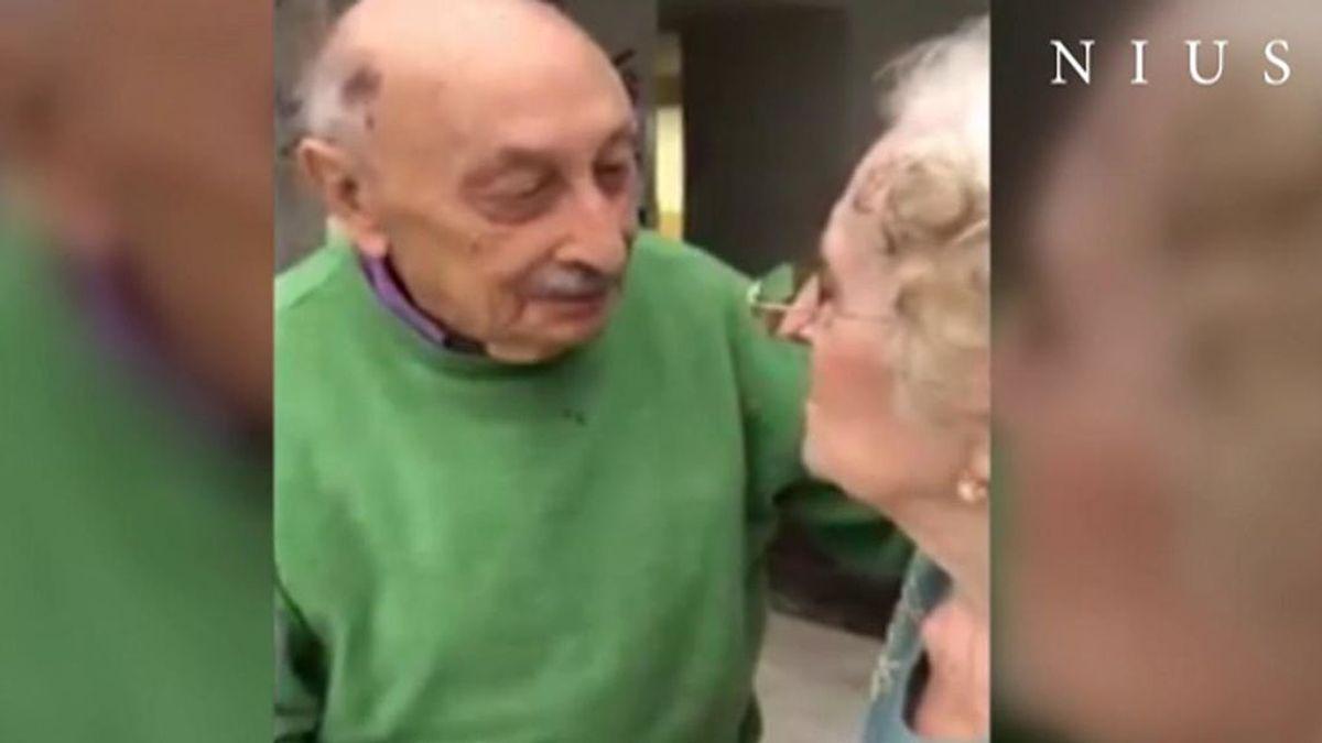 Emilio y Vicenta, un matrimonio de nonagenarios, se reencuentran en una residencia de Madrid tras tres meses separados por la pandemia