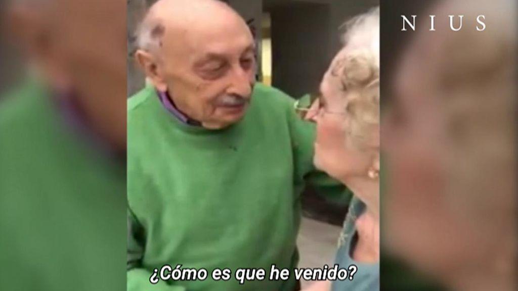 Vicenta y Emilio, un matrimonio de nonagenarios, protagonizan el reencuentro más emotivo en una residencia