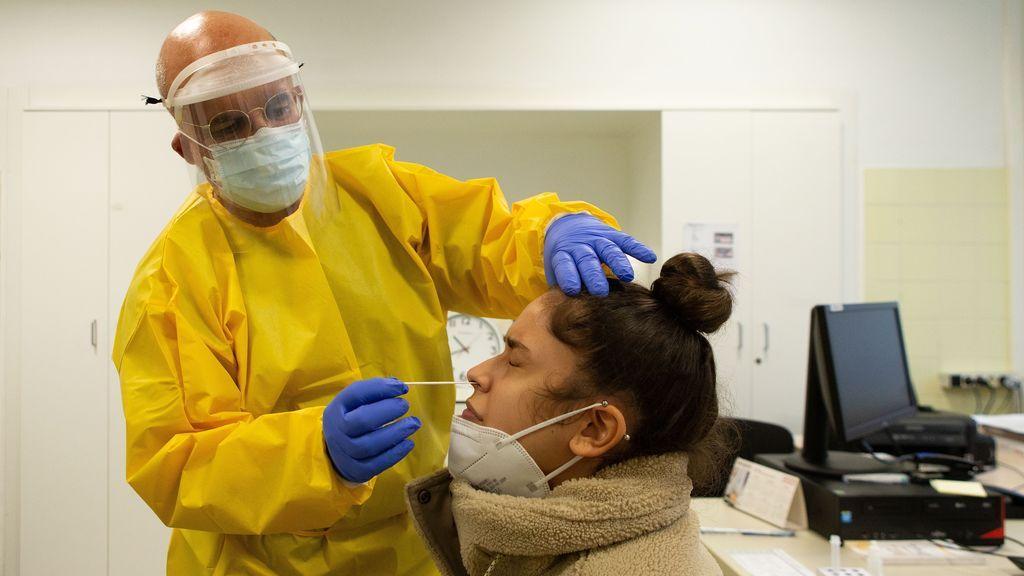 Suben las muertes diarias por coronavirus en Madrid hasta 34 pero bajan los contagios y las hospitalizaciones