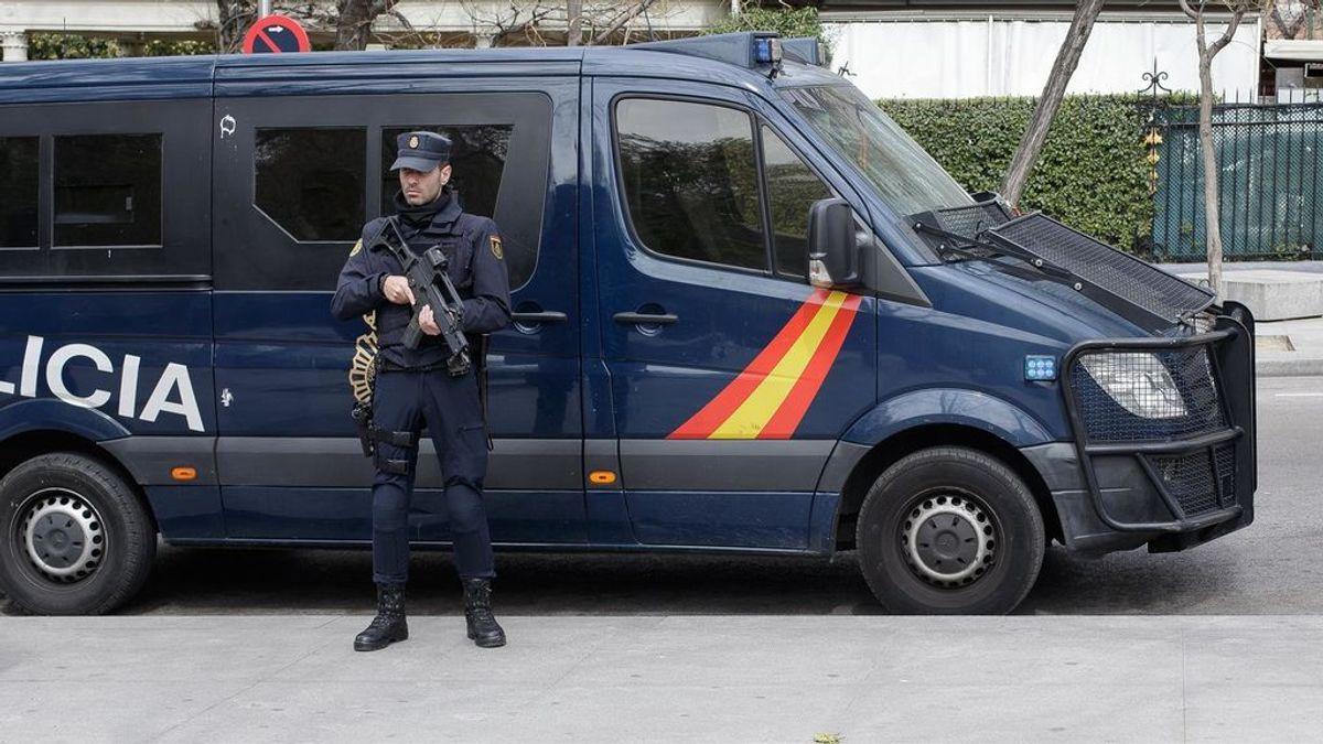 Detenidas dos personas por retener a una pareja en un piso de Sevilla