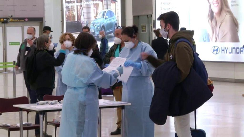 La operación vuelta a casa por Navidad se encarece por las PCR