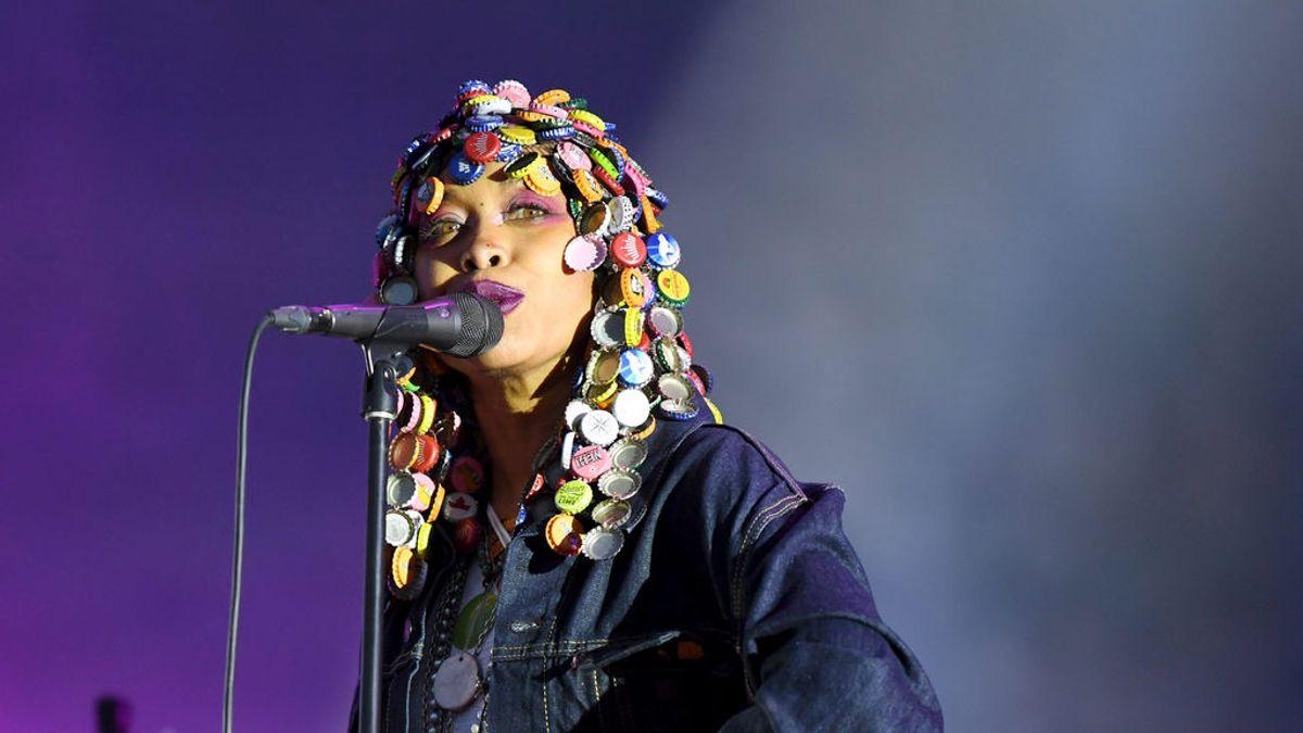La cantante Erykah Badu, positivo en coronavirus en un orificio nasal y negativo en otro