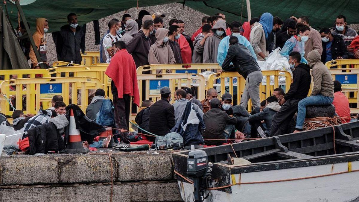 Salvamento Marítimo rescata 12 pateras con 435 migrantes en aguas próximas a Canarias en las últimas horas