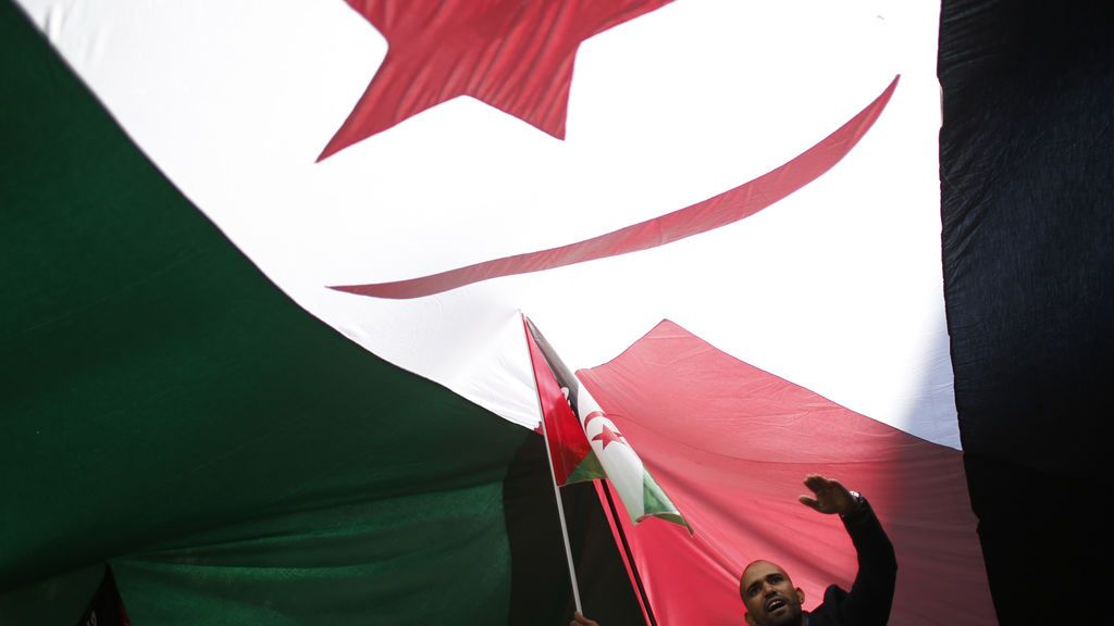 España condena la colocación de una bandera del Frente Polisario en el consulado de Marruecos en Valencia