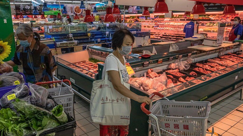 China encuentra restos de coronavirus en envases de carne de cerdo congelada