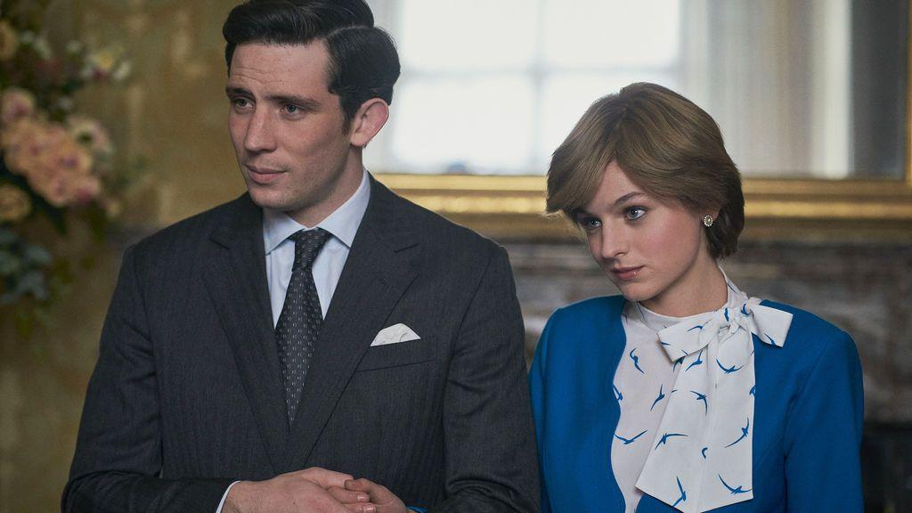 Josh O'Connor (Carlos de Inglaterra) y Emma Corrin (Diana de Gales) en 'The Crown'