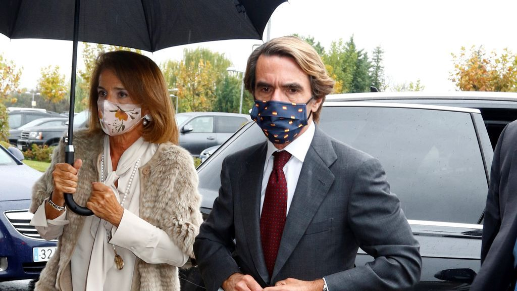 """Aznar: """"Sánchez tiene una cara de tonto útil que ya no puede con ella"""""""