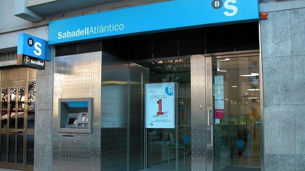 El Banco Sabadell se dispara más de un 24% en Bolsa tras conocerse que negocia su fusión con el BBVA