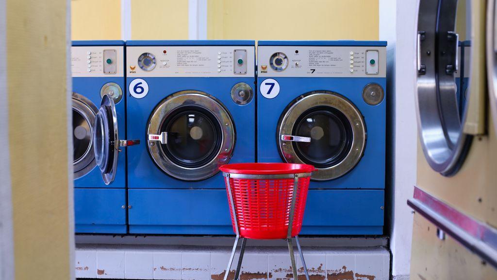 Lavar la ropa contamina el Mediterráneo: cómo reducir los microplásticos de la colada