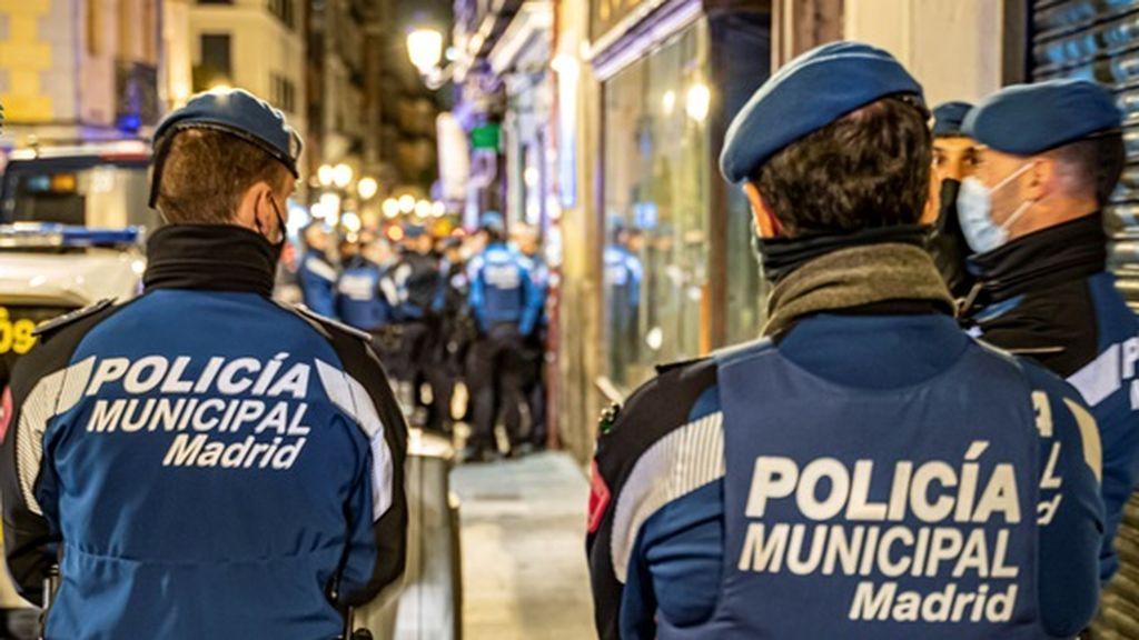 Tres jóvenes detenidos y tres policías heridos en una fiesta ilegal en un sótano del madrileño barrio de Salamanca