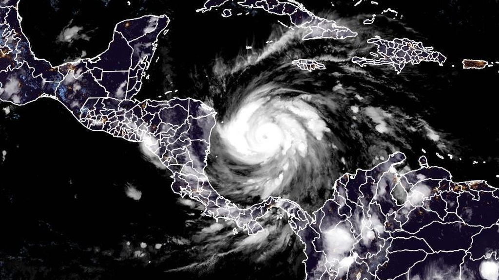 El huracán Iota se fortalece y amenaza Centroamérica, que todavía se recupera de Eta