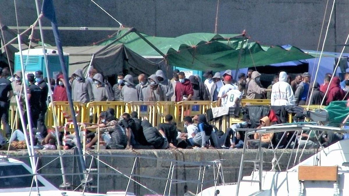 El Defensor del pueblo inspecciona por sorpresa el campamento de Arguineguín