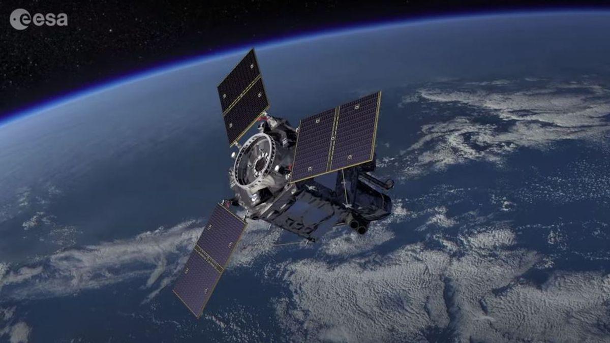 El cohete que transporta el satélite español se ha desviado de la trayectoria
