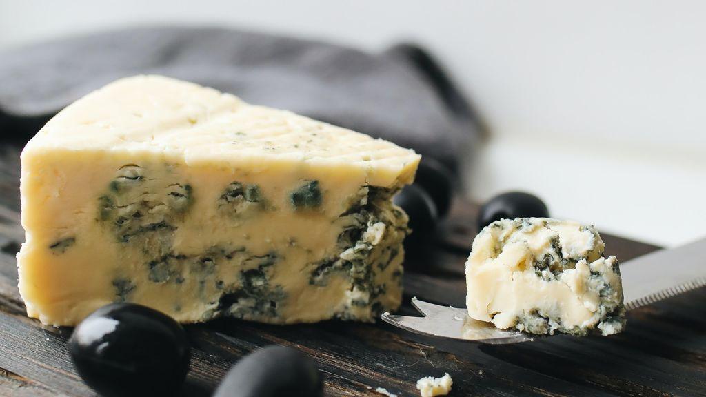 Nuez moscada, queso azul o aguacate: alimentos sorprendentes que la ciencia asegura que si los tomas para cenar, tendrás pesadillas