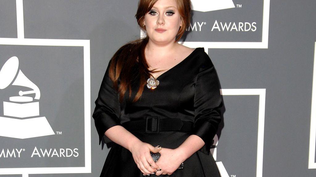 Adele se hizo famosa a principios del 2011 y comezó, así, su apuesta por los vestidos negros.