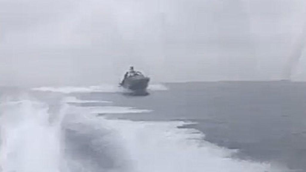 Rozando la tragedia en el Estrecho: tres agentes de aduanas heridos en la persecución  a una narcolancha