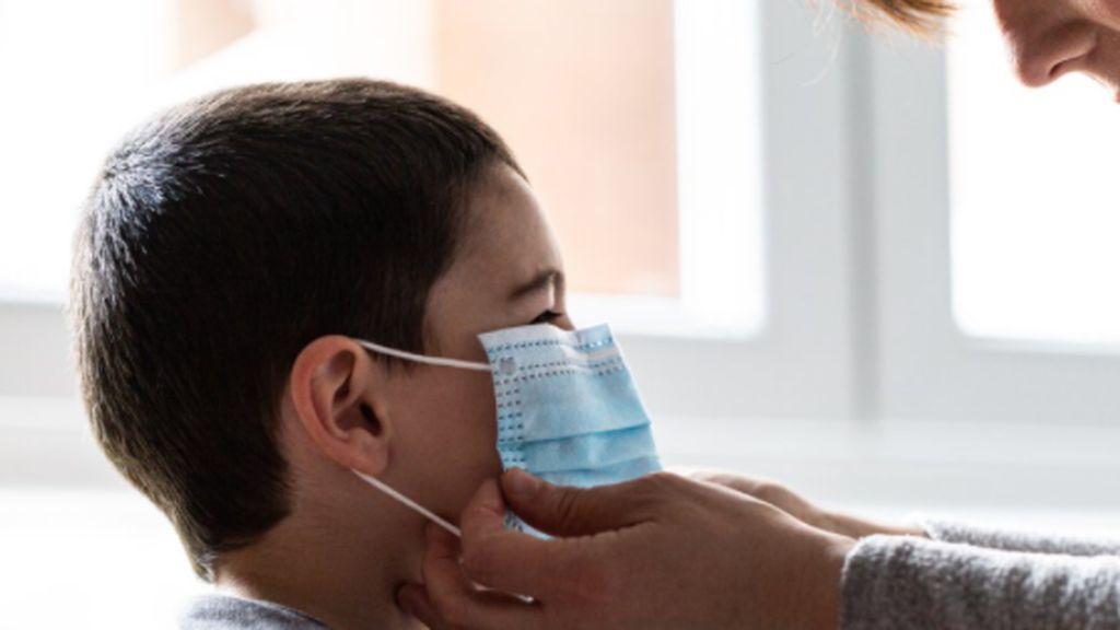 Alarma en EEUU al sumar un millón de casos de covid entre adolescentes y niños: no vimos nada igual desde la polio