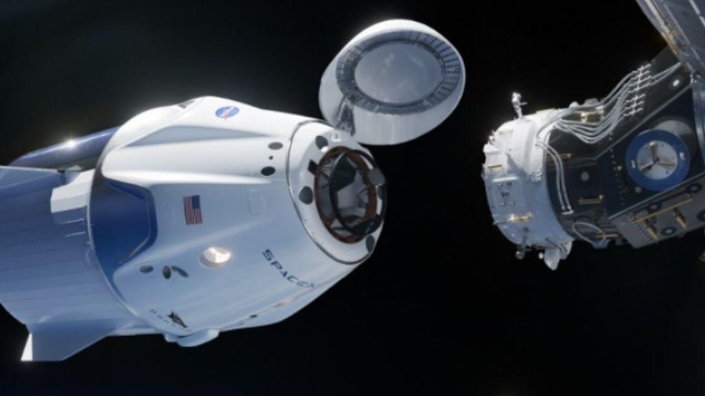 La nave de la Nasa y SpaceX con cuatro astronautas y baby yoda atraca con éxito en la Estación Espacial Internacional