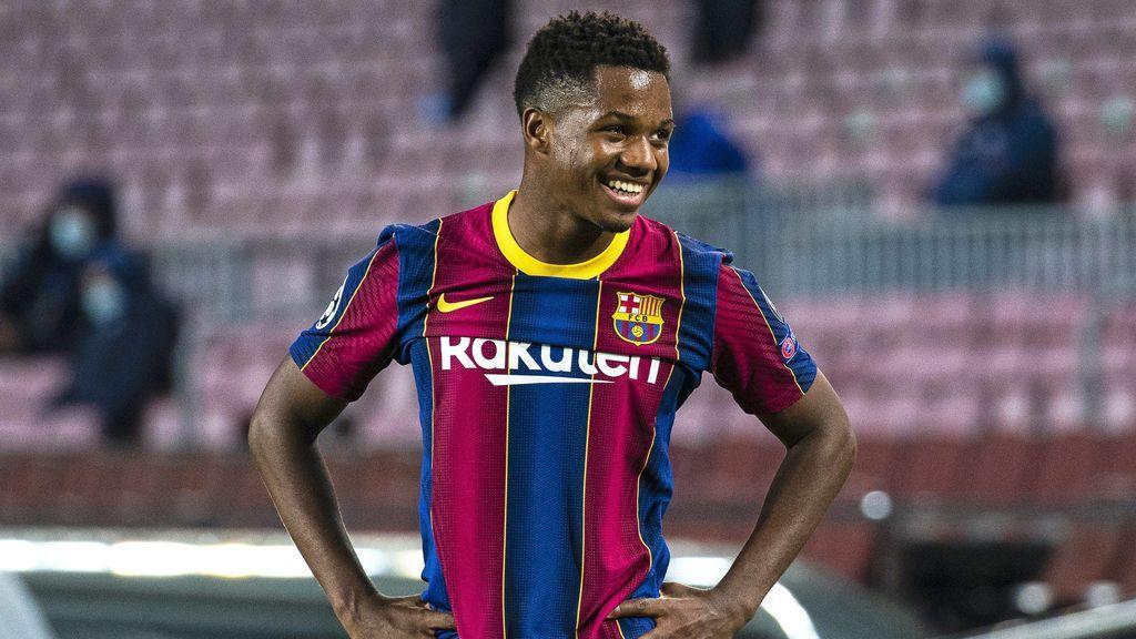 Ansu Fati sonríe en un partido con el Barcelona en el Camp Nou.