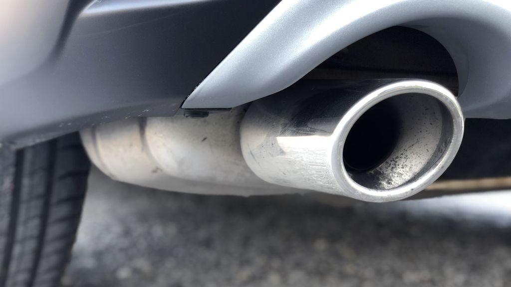 Reino Unido adelanta la prohibición de vender coches diésel y gasolina a 2030