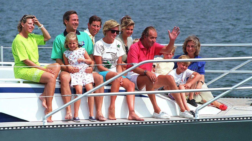 La familia real española con la princesa Diana y el principe Carlos,  en Mallorca