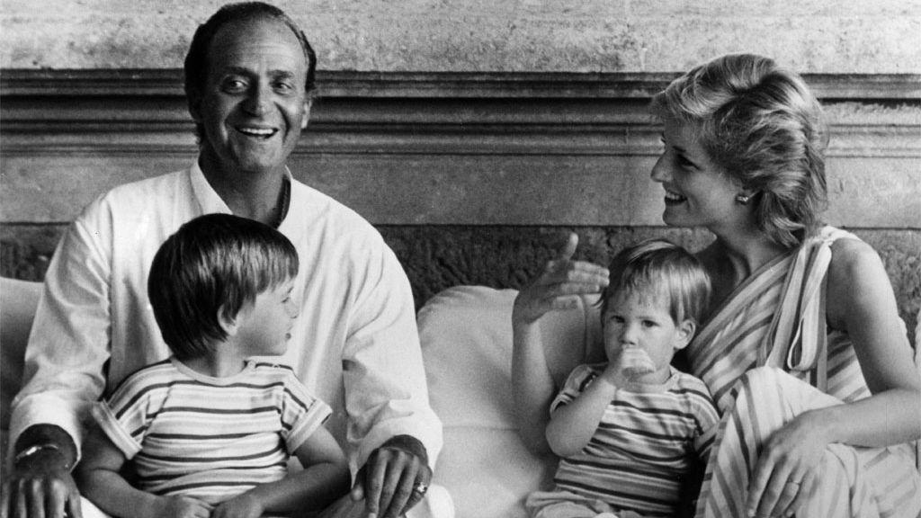 El rey Juan Carlos con Diana de Gales y los hijos de ella, en Marivent (Mallorca), 1986