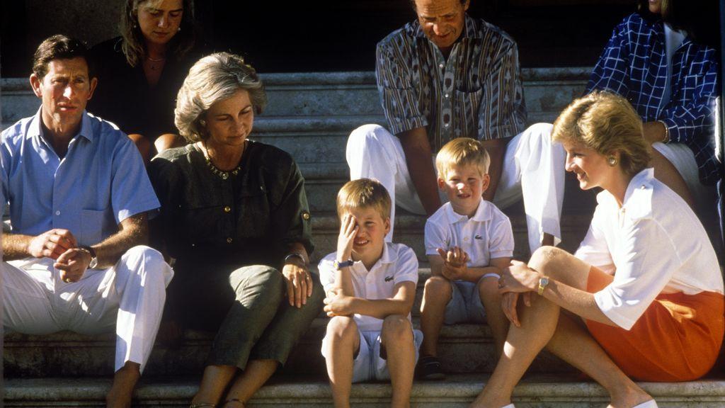 La princesa Diana y el príncipe Carlos, con los reyes de España y la infanta Cristina