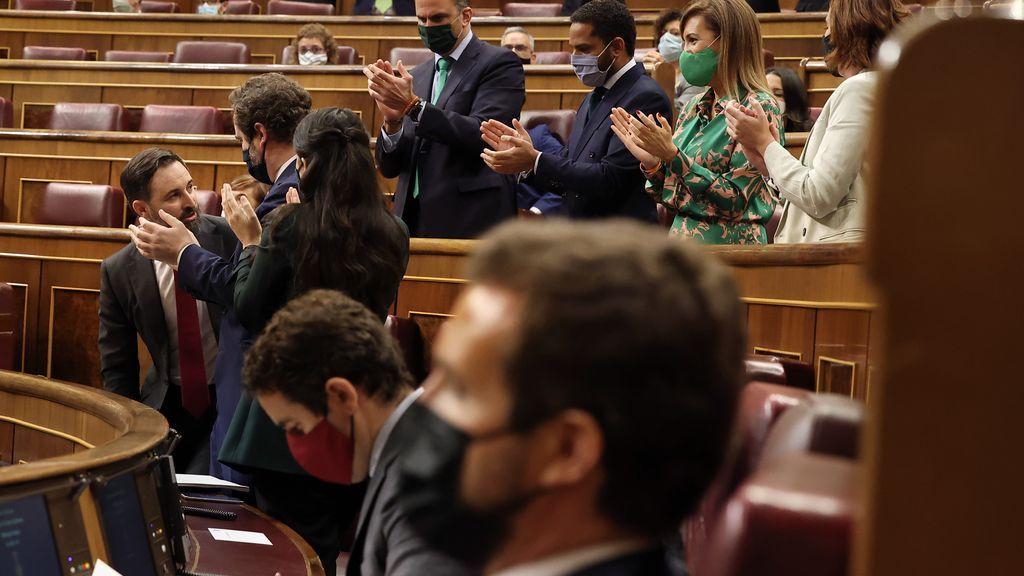 El CIS 'premia' la moción de censura de  Abascal y la 'política útil' de  Arrimadas y castiga a Casado