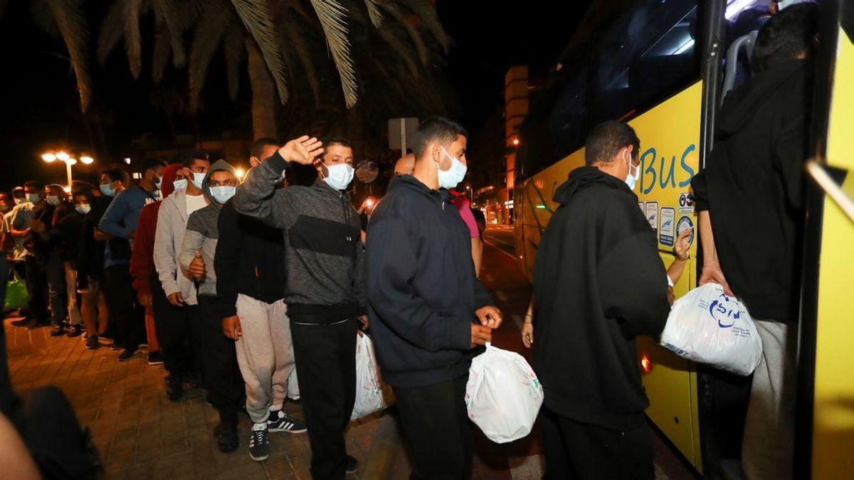 Realojados en hoteles los 200 inmigrantes que dejaron fuera del campamento de Arguineguín