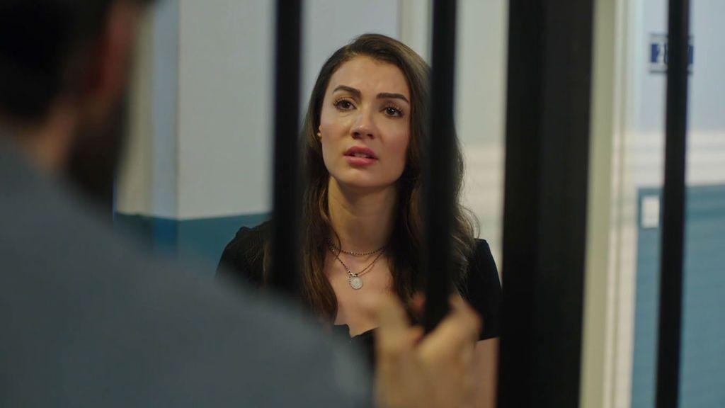 ¿Conseguirá Ayse sacar a su hermano de la cárcel? Trampa de amor Temporada 1 Capítulo 16