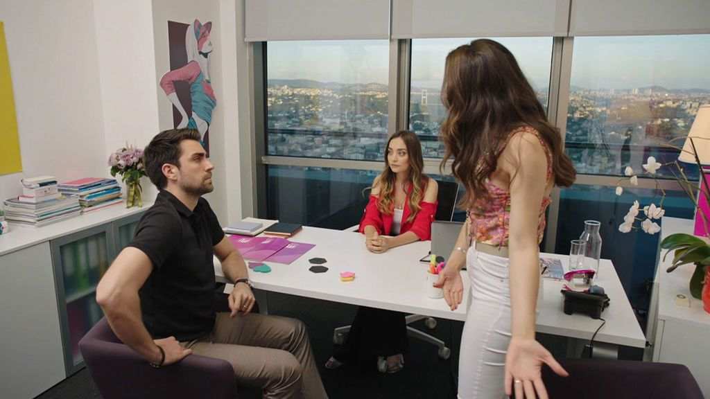 Ceyda tiende una trampa a Kerem Trampa de amor Temporada 1 Capítulo 17