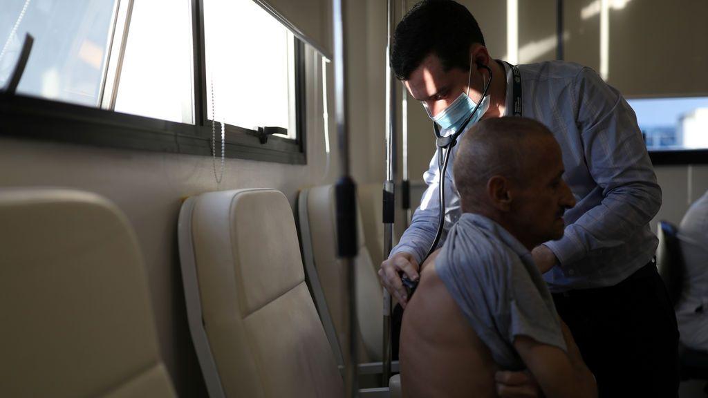 La vacuna de Oxford y AstraZeneca induce una inmunidad fuerte en las personas más mayores