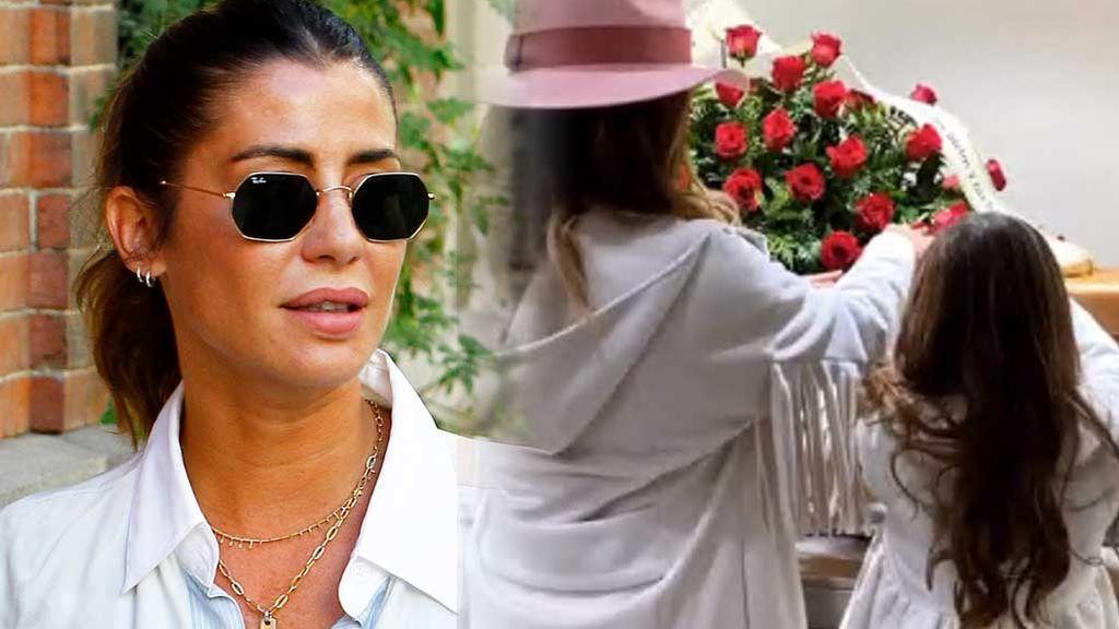 """Elena Tablada y su hija Ella, emocionadas en el funeral de su abuela: """"No quería faltar a la despedida de su mejor amiga"""""""