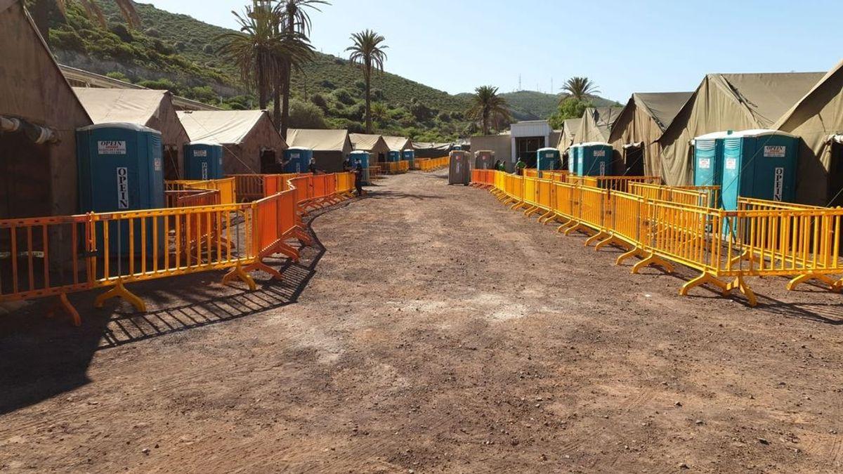 Un nuevo grupo de 200 migrantes es trasladado desde Arguineguín al centro de Barranco Seco