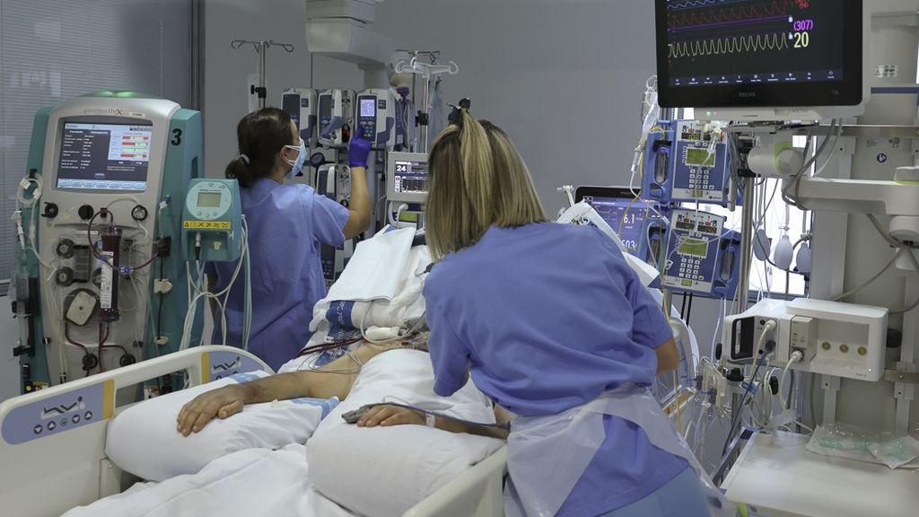"""Visitas guiadas de jóvenes a la UCI del hospital para concienciar de la gravedad del Covid-19: """"Es un baño de realidad"""""""
