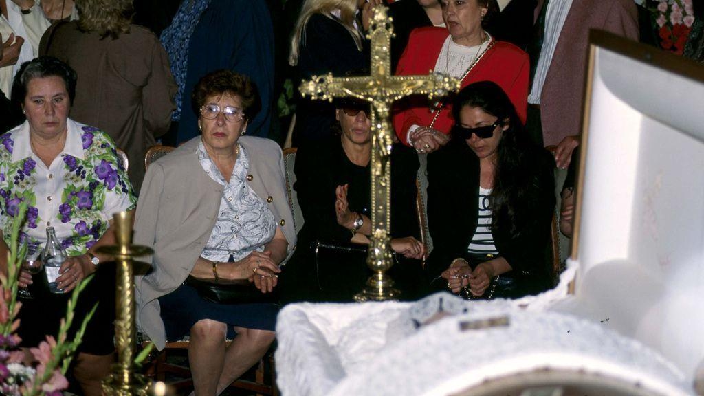 Isabel Pantoja, en el funeral de Lola Flores