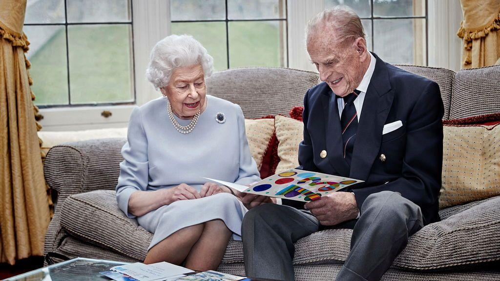 La reina Isabel II y el príncipe Felipe: nueva foto para celebrar su 73 aniversario de boda