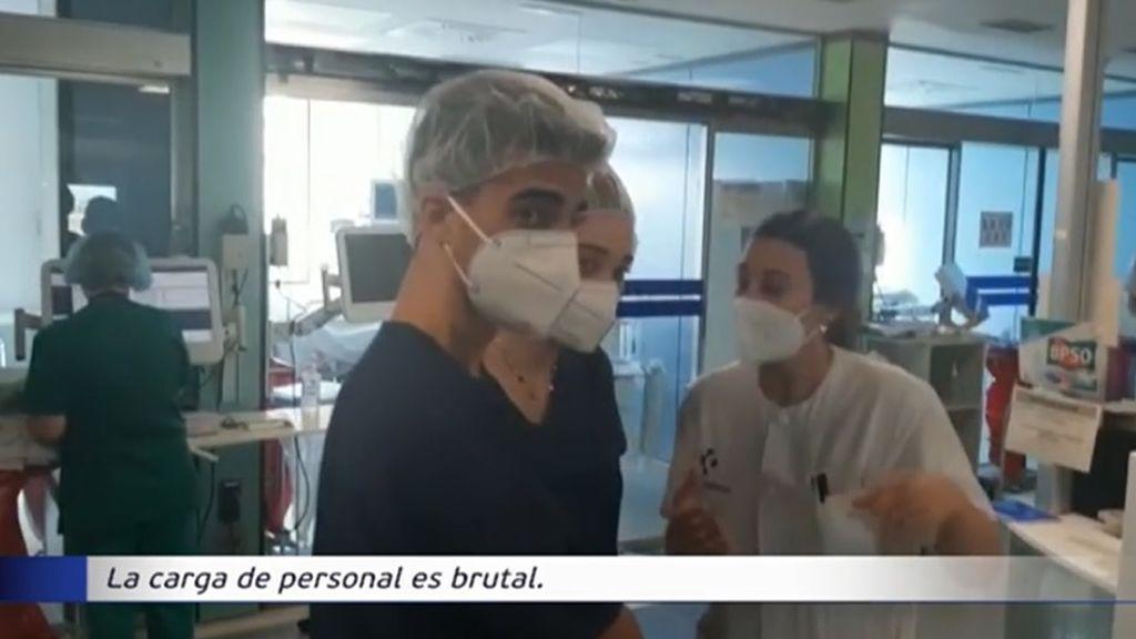 Universitarios viven de cerca la agonía y el duro trabajo en las UCI del Hospital de Cruces de Barakaldo