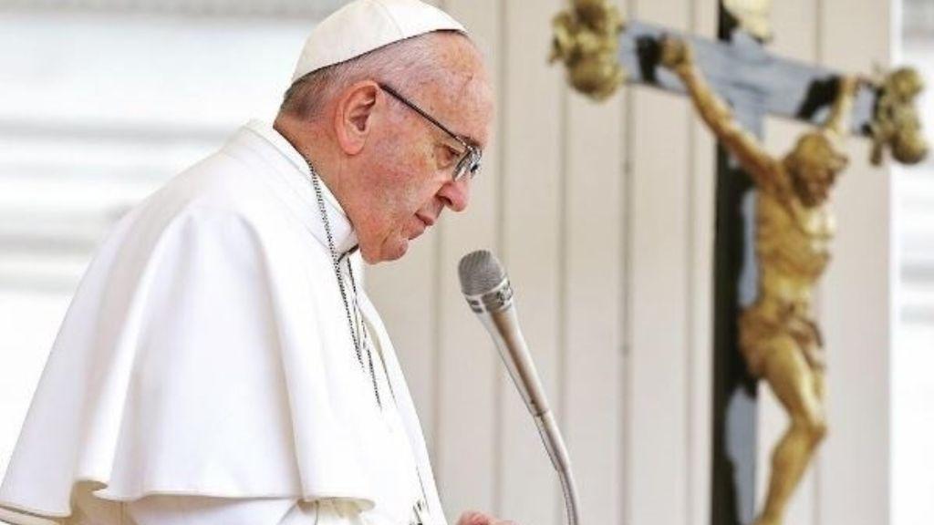 El Vaticano tras la pista del extraño 'Me Gusta':  investigan un like del Papa Francisco a una modelo brasileña