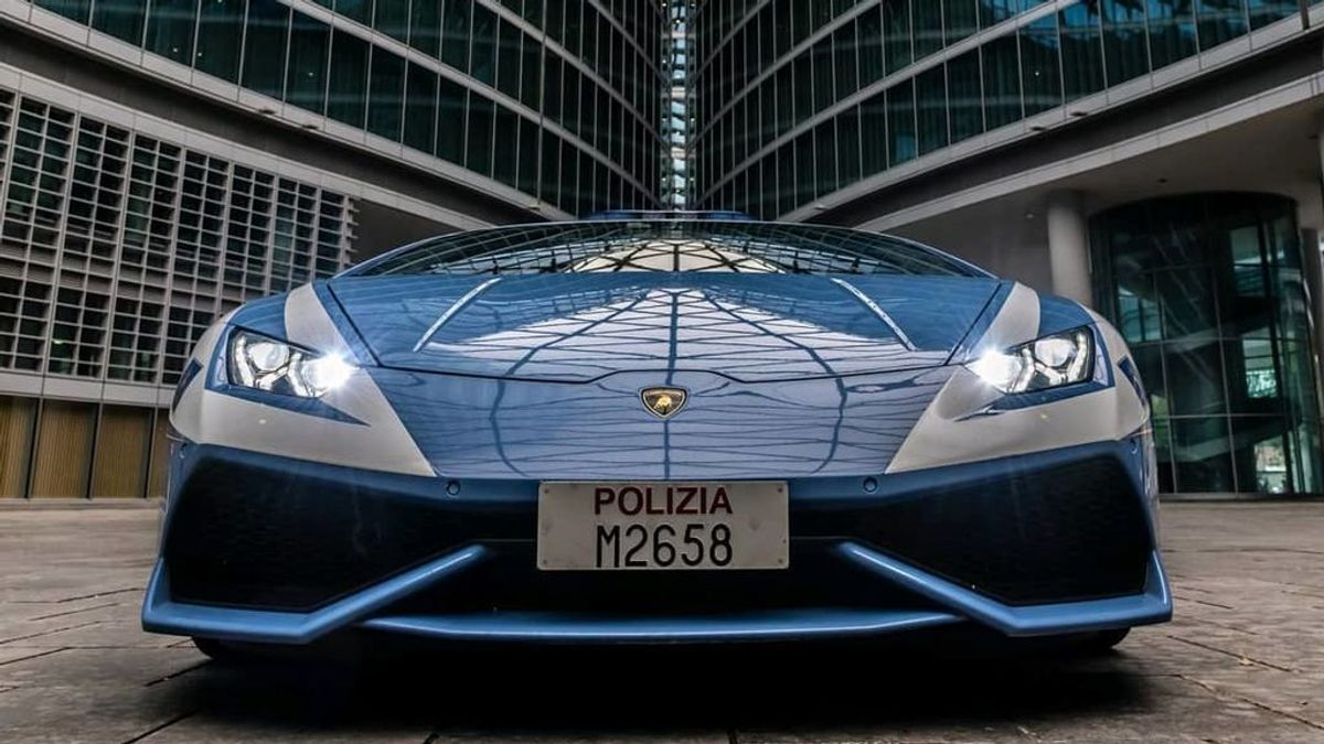 El Lamborghini italiano,  los SUV chinos de Burgos o el lujo de Dubái: los coches de Policía más llamativos