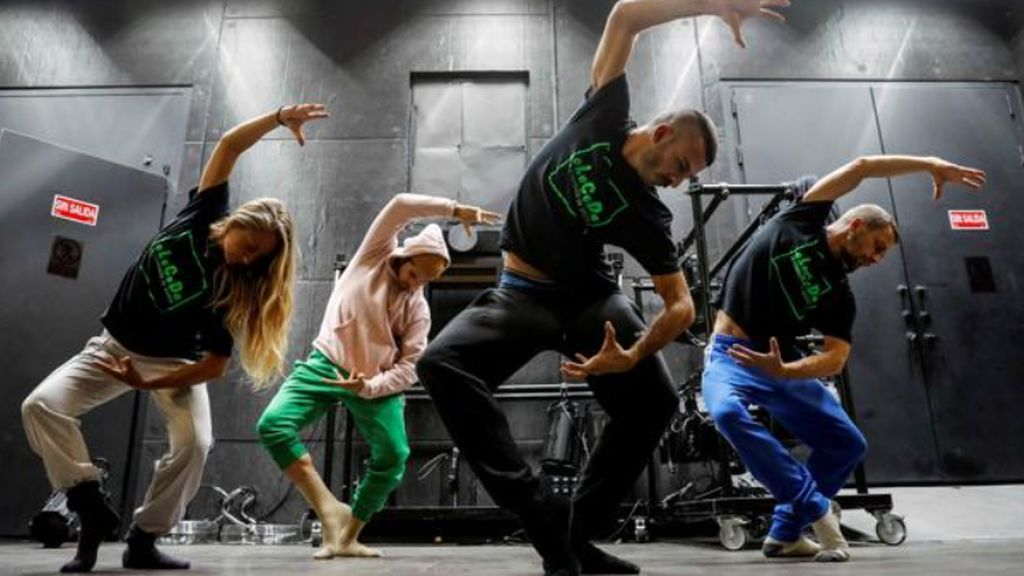 El bailarín viral que encandiló a Naomi Campbell se sube a un escenario real con «Pelos de Paloma»