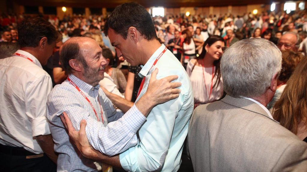 "Iceta cuenta en un libro que Rubalcaba pensaba que Sánchez no era ""un socialista"" sino ""un radical de izquierdas"""